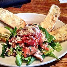 Granite City chicken bruschetta. Yum! Bruschetta Salad Recipe, Bruschetta Chicken, Grilled Chicken, City Chicken, Granite City, Dinner Salads, Restaurant Recipes, Yummy Yummy, Copycat
