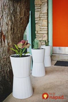 Ikea Hack Two planters glued together ideia para as floreiras. I have done this with plant pots before! Need to remember. Ikea Planters, Planter Pots, Tall Planters, Planter Ideas, Garden Planters, Large Outdoor Planters, Plastic Planters, Plastic Bins, Modern Planters