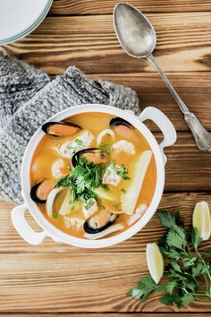 Chilean Seafood Soup recipe by En mi cocina hoy. Soup Recipes, Dinner Recipes, Cooking Recipes, Chilean Recipes, Chilean Food, Seafood Soup, Vegetarian Soup, English Food, Sweets