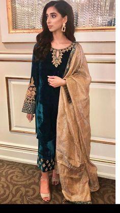 Velvet Pakistani Dress, Pakistani Dresses Party, Simple Pakistani Dresses, Pakistani Fashion Party Wear, Indian Fashion Dresses, Indian Designer Outfits, Pakistani Outfits, Indian Outfits, Shadi Dresses