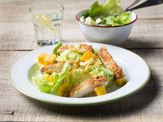 Een overheerlijke gefrituurde kippenlapjes met kropsla en mangodressing, die maak je met dit recept. Smakelijk!