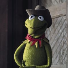 It's finally Friday! Hope your weekend is saddled up with tons of fun. Funny Profile Pictures, Frog Pictures, Reaction Pictures, Funny Pictures, Frog Wallpaper, Disney Wallpaper, Sapo Kermit, Country Playlist, Kermit The Frog