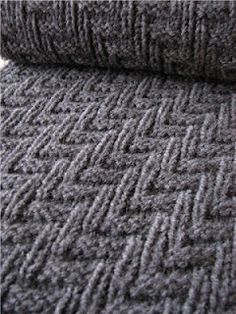Super easy pattern perfect for a scarf! Free pattern.