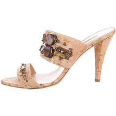 Pre-owned Oscar de la Renta Embellished Cork Sandals (365 BRL) ❤ liked on Polyvore featuring shoes, sandals, neutrals, studded sandals, oscar de la renta, slide sandals, tan shoes and oscar de la renta sandals