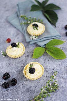 Na vidličku: Tartaletky s bílou čokoládou a mascarpone Chocolate Cake, Cheesecake, Deserts, Food And Drink, Cupcakes, Sweets, Cookies, Mascarpone, Chicolate Cake