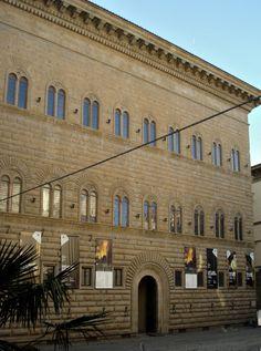 030-EARLY RENAISSANCE; Palazzo Strozzi, by Giuliano da Sangallo, Florence, c.1490.