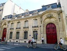 Hôtel Pillet-Will (1887) 31, rue du Faubourg-Saint-Honoré Paris 75008. Architectes : Jacques-Guillaume Legrand et Jacques Molinos. Résidence de l'ambassadeur du Japon. Ne subsiste que le bâtiment sur rue.