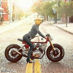 Monday should be like this. Sunshine, sexy, with sharp details. Stunning shot. Looking for the photographer  #caferacer #caferacers #caferacerporn #caferacerxxx #caferacersofinstagram #caferacersociety #caferacerclub #bobber #bobberporn #bobbers #gopro #bobbersnchoppers #oldschool #moto #motorcycles #caferacergram #caferacerofinstagram #greece #dreambike #instagram #motolife #motolove #luxury #athens #europe #instabike #instadaily #caferacerculture #outlaw #caferacerandbobbernation