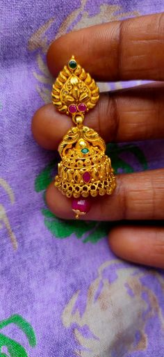 Gold Jhumka Earrings, Indian Jewelry Earrings, Gold Bridal Earrings, Jewelry Design Earrings, Gold Earrings Designs, Gold Necklace, Gold Bangles Design, Gold Jewellery Design, Gold Jewelry