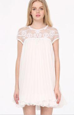Vestido blanco de gasa, 41,99€. https://www.facebook.com/issin.belle?ref=hl