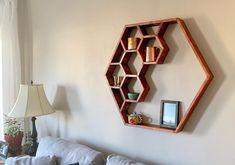 Geometric Shelves, Hexagon Shelves, Diy Furniture Decor, Home Decor Bedroom, Wall Shelves, Wall Design, Wood Projects, Wall Decor, Wall Art