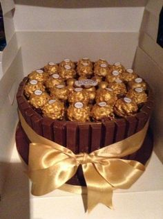 Fererro rocher cake I made for a friend tasted beautiful Fererro rocher cake I made for a friend tas Fererro Rocher Cake, Ferrero Rocher, Candy Cakes, Cupcake Cakes, Kitkat Torte, Chocolate Box Cake, Chocolate Biscuits, Rocher Torte, Cake Recipes