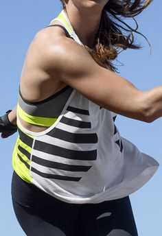 Stay comfortable when temperatures rise. Take on all your outdoor workouts in the Nike Club Circulo Tank.