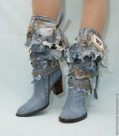 / denim boots / upcycled and distressed / Boots Boho, Denim Boots, Jeans Denim, Denim Bag, Denim Outfit, Denim Fashion, Look Fashion, Fashion Shoes, Fashion Accessories
