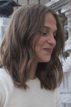 Alicia Vikander – Hair is art Medium Hair Cuts, Medium Hair Styles, Short Hair Styles, Cut My Hair, New Hair, Pelo Bronde, Framed Face Haircut, Alicia Vikander Hair, Alicia Vikander Style