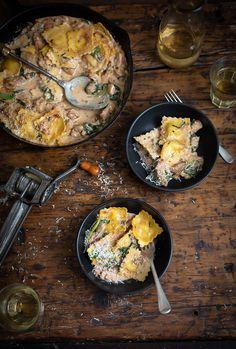 A easy creamy chicken with ravioli & spinach recipe #pasta #chicken #recipe