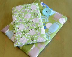 A simple tutorial for sewing your own gadget cover (ipad or kindle fire?). The pictures in the instructions are fabulous! #sewing #ipadcover