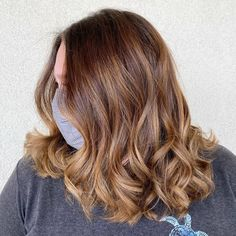 Doesn't want a too short nor a too long chop? Consider medium layered haircuts. Take this creation by artist @hairbytara_c as your inspiration. The layers add extra bounce, especially when styled with waves and curls. And if you're searching for fall hair dye ideas, choose a brown color melt for a softer edge. More medium layered haircuts are listed on our website. Visit the page now! #mediumlayeredhair #layeredhair Latest Hairstyles, Hairstyles Haircuts, Medium Length Hair Cuts With Layers, Medium Layered Haircuts, Color Melting, Hair Dye, Fall Hair, Searching, Things That Bounce