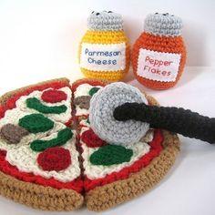 Google Image Result for http://claudiaowen.files.wordpress.com/2010/08/play-food-crochet-pattern-pizza1.jpg%3Fw%3D490
