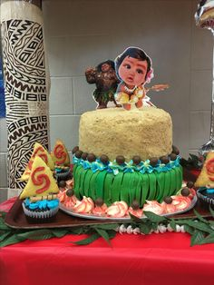 Moana birthday cake and cup cake design by Ellis Faalele