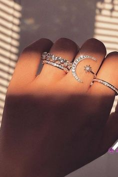 Slimming Fashion Tips .Slimming Fashion Tips Hand Jewelry, Cute Jewelry, Jewelry Rings, Jewelry Accessories, Jewelery, Accessoires Hippie, Fashion Jewelry, Women Jewelry, Accesorios Casual
