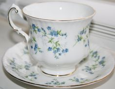 Blue Forget me nots in a pretty tea cup and saucer door HomiArticles
