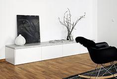 Binnenkijken in een minimalistisch zwart-wit appartement
