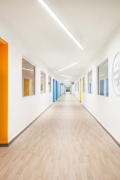College sainte-anne - dorval-lachine lumentruss color в 2019 Classroom Architecture, Education Architecture, School Architecture, Architecture Design, Clinic Design, Healthcare Design, Coridor Design, Design Ideas, University Interior Design