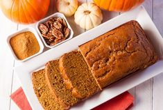 You don't have to give up delicious pumpkin treats while on keto! This low carb keto pumpkin bread is the perfect snack recipe! Chocolate Pumpkin Bread, Pumpkin Spice Bread, Healthy Pumpkin Bread, Pumpkin Banana Bread, Pumpkin Pie Mix, Pumpkin Puree, Snack Recipes, Snacks, Bread Recipes
