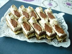 Kávové rezy s mascarpone - recept | Varecha.sk Tiramisu, Treats, Ethnic Recipes, Sweet, Basket, Mascarpone, Sweet Like Candy, Tiramisu Cake, Sweets