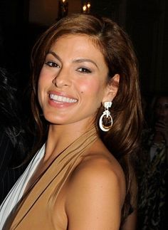 """Eva Mendes """"I became a victim of bullying. I was a gawky, skinny girl with big teeth and that made me an easy target. I had two bullies and they tortured me all through junior high school,"""" Eva Mendes tells UK's Daily Mail. Eva Mendes And Ryan, Beautiful People, Beautiful Women, Star Wars, Famous Women, Famous People, Hollywood Stars, Tricks, Glamour"""