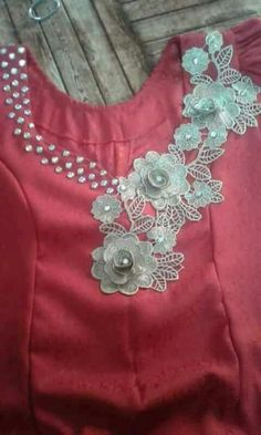 Exclusive Dresses with Flowers Design Salwar Neck Designs, Kurta Neck Design, Neckline Designs, Kurta Designs, Blouse Designs, Party Dresses For Women, Unique Dresses, Long Dresses, Dress Long