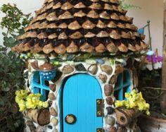 Fairy House paars met groen blad dak en door ThePebblePathway