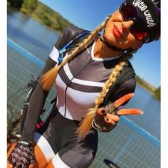 Cycling Suit, Cycling News, Cycling Clothes, Triathlon Gear, Female Cyclist, Cycling Girls, Bicycle Girl, Bike Style, Girls In Leggings