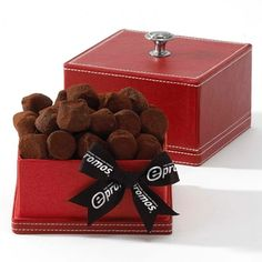 From French chocolate truffles to luxurious micro mink blankets, we have the best corporate gifts for the 2012 holiday season! French Chocolate, Chocolate Box, Chocolate Truffles, Creative Brochure, Corporate Gifts, Customized Gifts, Holiday, Christmas, Decorative Boxes