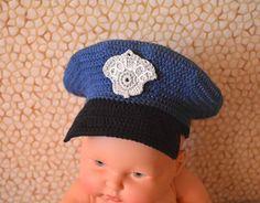 Çocuklarımız bu şapkayı çok sevecek. Amigurumi oyuncaklar içinde kullanabilirsiniz. Sayıları artırarak çocuklarınız için de örebilirsiniz. Polis şapkası ya