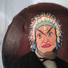 Martes de Carnaval. A las 11 este señor enmascarado y el que hay en @alquian abren el Almacén más bonito de Madrid #carnaval #enmascarado #mascara #retrato by hoptimo