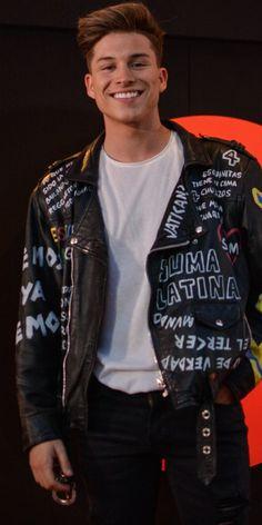 Bomber Jacket, Leather Jacket, Jackets, Smile, Fashion, Celebrity, Studded Leather Jacket, Down Jackets, Moda