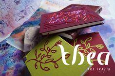 SINGULARES, PARA QUE COMPARTAS TU PROPIA HISTORIA: libretas con forros de textiles pintados a mano, bordados, bajorrelieves y caligrafía. Obras de Silvana Verdini / ARS IKASIA http://www.arsikasia.com/encuadernacion.html #Notebook #Embroidery #Calligraphy