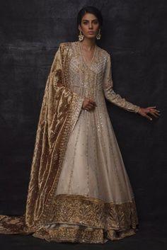 Pakistani Fashion Party Wear, Pakistani Bridal Dresses, Pakistani Dress Design, Indian Dresses, Indian Outfits, Indian Fashion, Pakistani Outfits, Walima Dress, Lengha Dress