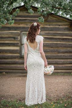 A Stunning Simplistic Wedding - Style Inspired Weddings King Photography, Wedding Shot, Backdrops, Bride, Park, Wedding Dresses, Colors, Amazing, Unique