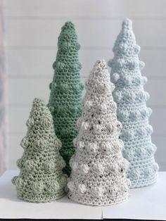 Crochet Christmas Decorations, Crochet Christmas Trees, Christmas Crochet Patterns, Christmas Crafts, Rustic Christmas, Crochet Pillow, Crochet Blanket Patterns, Knitting Patterns, Bobble Stitch