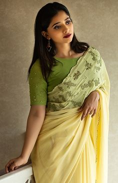 Trendy Sarees, Stylish Sarees, Stylish Dresses, Half Saree Designs, Saree Blouse Neck Designs, Simple Blouse Designs, Saree Models, Saree Trends, Saree Shopping