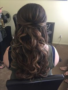 Show me your half up/down hairstyles with headband and veil - Weddingbee
