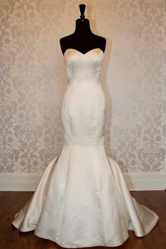 Sweetheart low back mermaid gown.this looks almost exactly like my wedding dress! Lace Wedding Dress, Fall Wedding Dresses, Colored Wedding Dresses, Cheap Wedding Dress, My Perfect Wedding, Wedding Looks, Dream Wedding, Wedding Things, Wedding Stuff