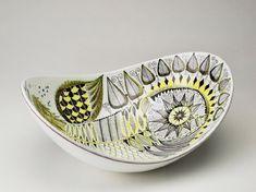 stig lindberg - ornamental bowl from the Mid Century Mid Century Style, Mid Century Design, Vintage Pottery, Vintage Ceramic, Ceramic Pottery, Pottery Art, Bennington Pottery, Stig Lindberg, Swedish Design