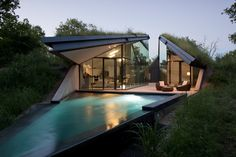 Edgeland House, Austin, Texas by Bercy Chen Studio.