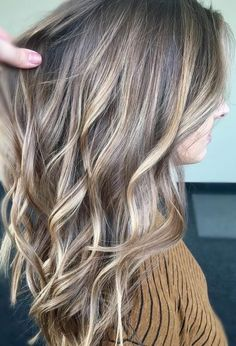 Hair blonde highlights balayage locks Ideas for 2019 Ombre Hair, Blond Ombre, Blonde Hair With Dark Highlights, Medium Ash Blonde Hair, Brown Hair, Blonde Hair For Fall, Brunette Highlights Lowlights, Hair Color For Brown Eyes, Winter Blonde