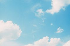 パリの青空に一本の白い線 (by koion) White Clouds, Sky And Clouds, Blue Aesthetic Pastel, Pretty Sky, Color Of Life, Aesthetic Wallpapers, Scenery, Pastel Blue, Instagram