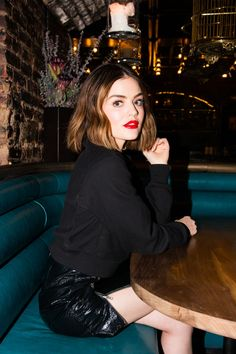 Lucy hale wearing all black outfit with red lipstick All Black Fashion, All Black Outfit, Fashion Line, Black Outfits, Street Fashion, Aria Montgomery, Lucy Hale Photoshoot, Happy Hour, Luci Hale